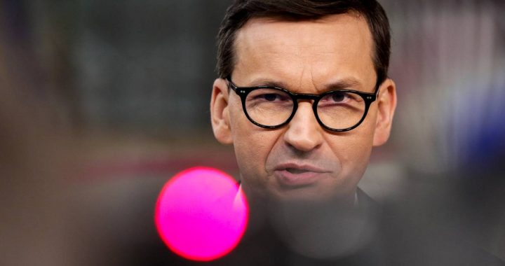Polish Prime Minister stands firm in quarrel with EU, Merkel wants dialogue on solution |  Abroad