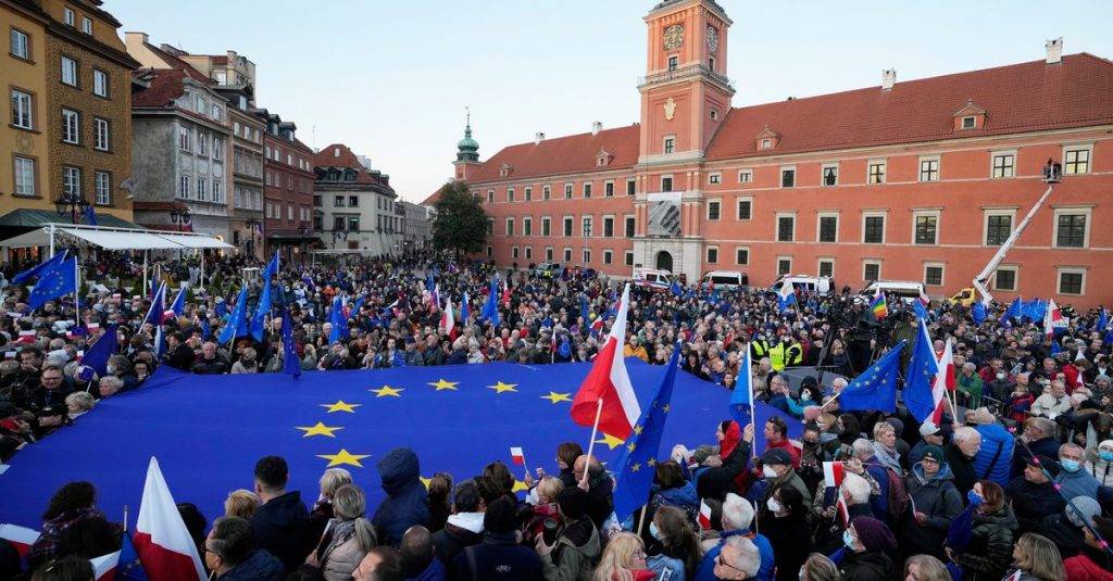 Tens of thousands of Poles join pro-EU protest