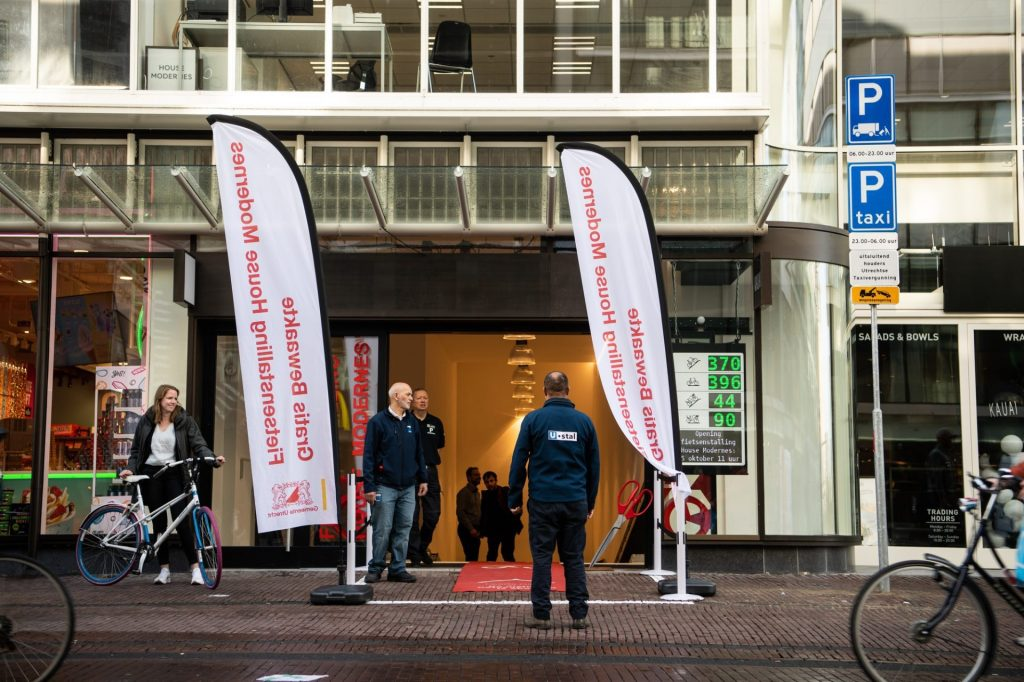 The largest bicycle parking in Utrecht city center has 900 spaces and has been open since Friday